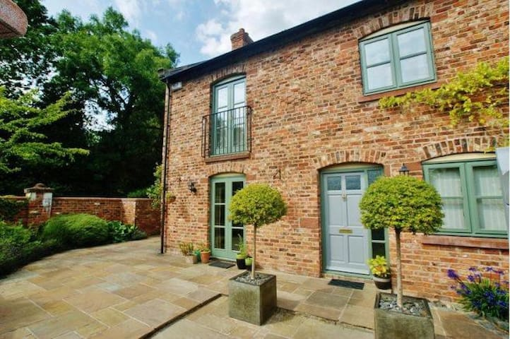 Light, Cool & Quirky Double-Room - Chester - Cheshire West and Chester - Bed & Breakfast