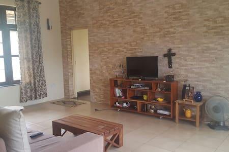 Ideally located room, Kinondoni - Dar es Salaam - Appartamento