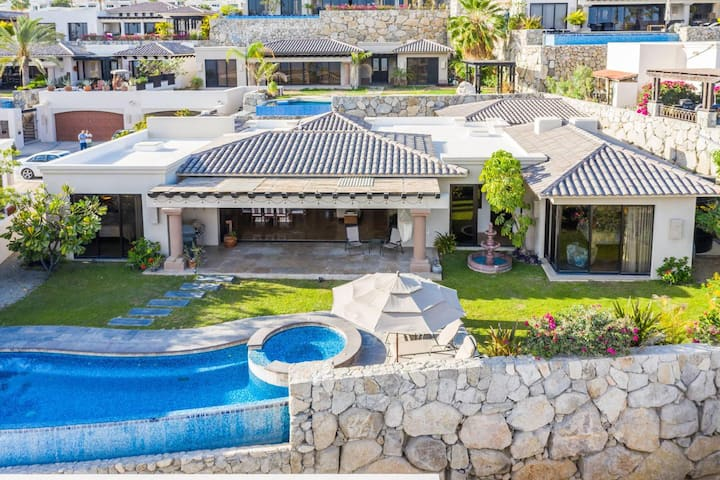 Cabo 4 bdrm, Infinity Pool, Jacuzzi & Ocean View!