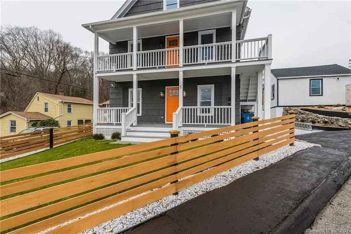 Beautiful 3 bedroom house for your CT vacation