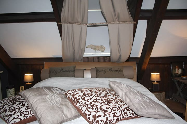 B&B Knooppunt 80 - Driewegen - Bed & Breakfast