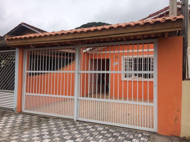 Casa confortável Familiar Mongaguá