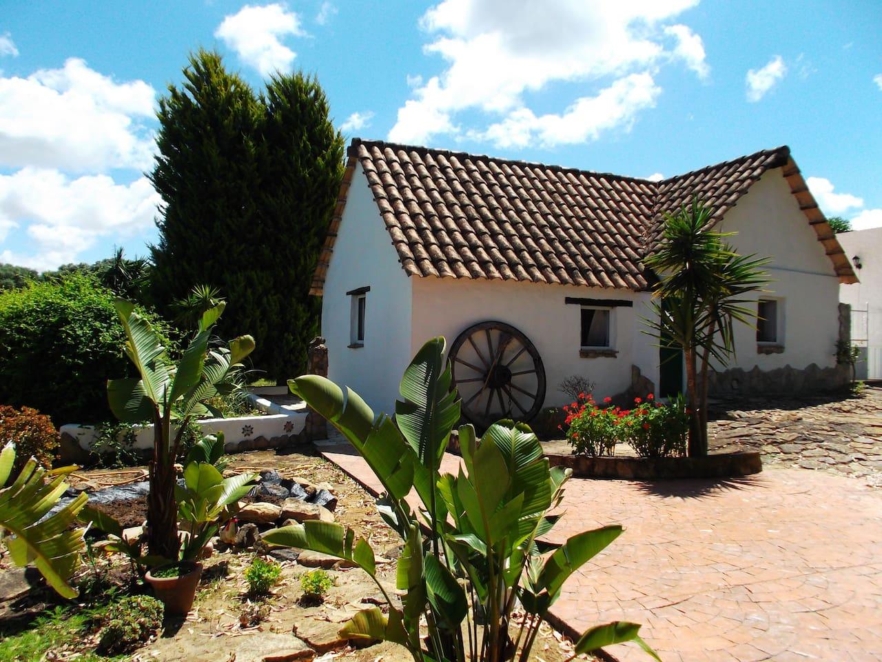 Interessantes Haus mit antikem Teil und Naturstein-Fussboden