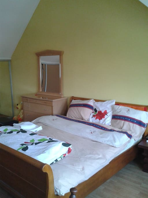 Double bed with one double matras