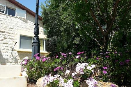 A warm family accommodation - Kiryat Tiv'on - Rumah