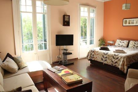 Lovely sunny modernist room/pr.bath