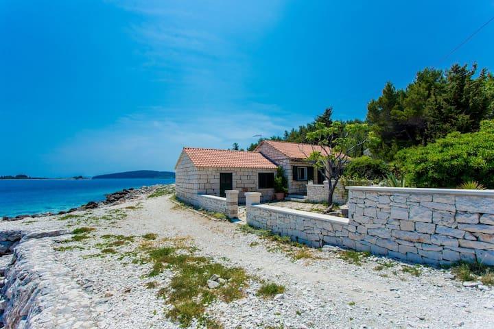Vrnik stone house