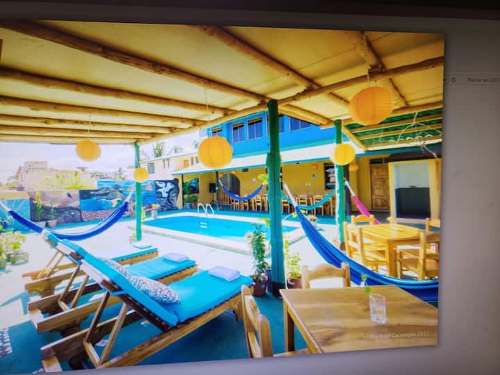 Habitación con piscina 4 huéspedes verde azul