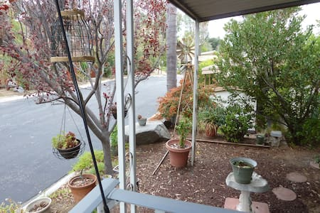 Hummingbird Haven for One or Two Guests~ - Escondido