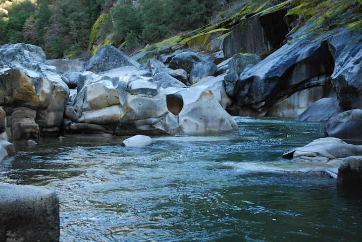 Yuba River Retreat: 100 acres to Hike, Swim, Bike - Nevada City - Hus