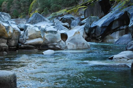 Yuba River Retreat: 100 acres to Hike, Swim, Bike - Nevada City