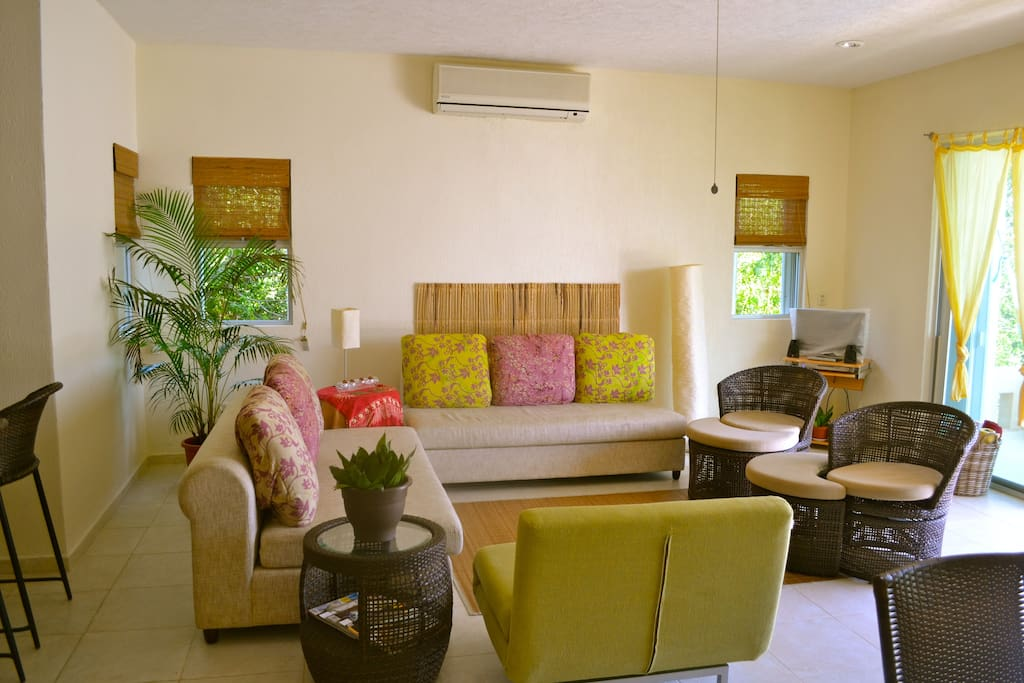 Relax in our cozyliving room while reading, watching a film or simply discussing the day's adventures!
