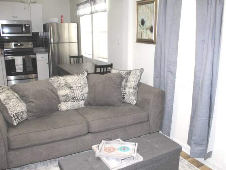 Cool Rustic Downtown Apartment off king st 20%off