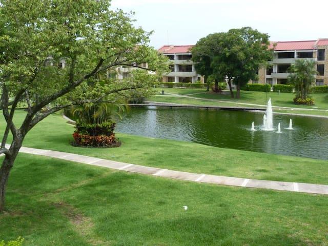 Apartamento con vistas panorámicas en resort - Santa Ana - Apartment