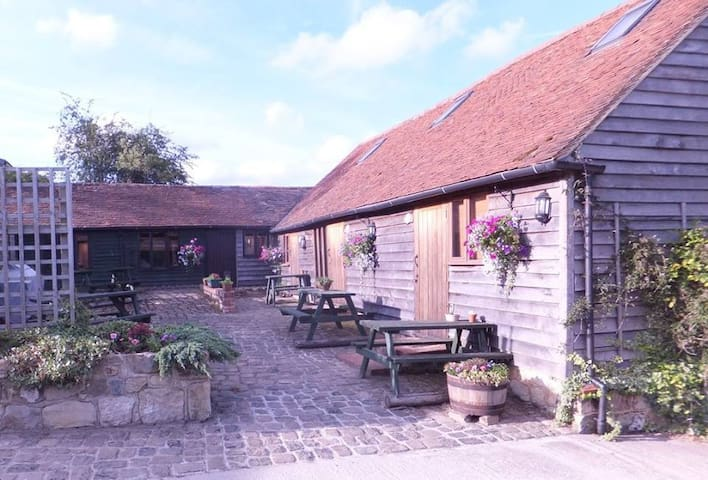 4* Countryside Cottage Fox's Lair - Hurstwood Farm