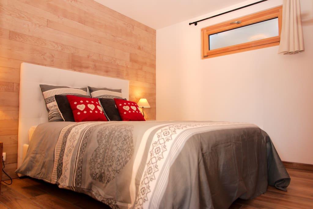 Chambre à coucher, lit 2 personnes 140x190