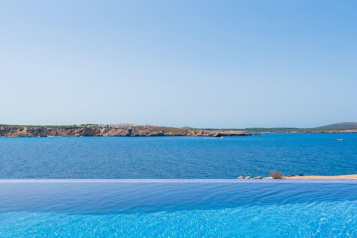 Villa Marta❤frontline with great seaview, pool, AC
