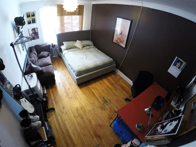 Big room in the heart of plateau mont-royal