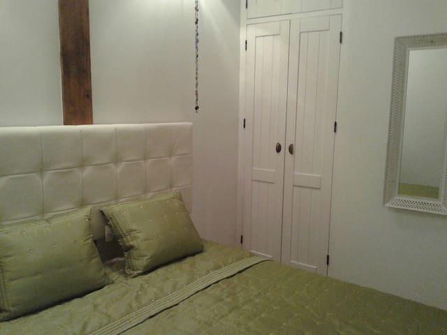 Detalle habitación derecha