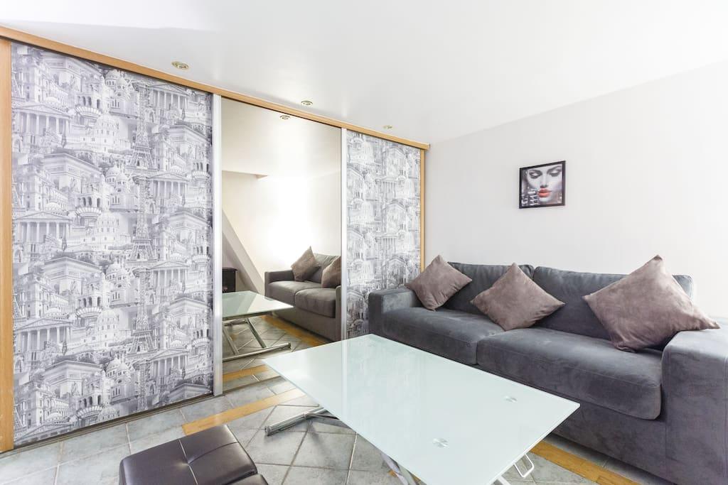 studio mezzanine opera louvre flats for rent in. Black Bedroom Furniture Sets. Home Design Ideas
