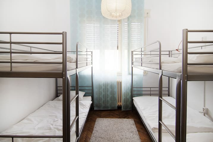 4 Bed Dorm to Share in Cozy Hostel - Bucareste - Casa