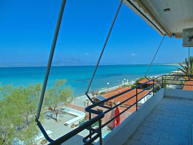 VRACHATI BEACH SUITE for 4 people - Vrachati - Apartemen