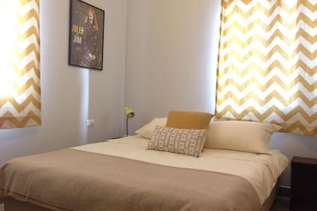 1940's Guesthouse . Yellow Room - Beirut - Bed & Breakfast