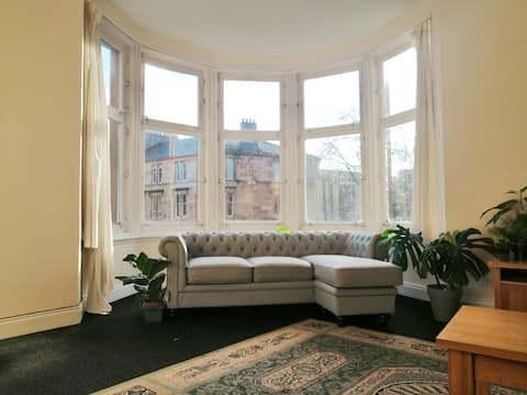 Bright double room in spacious west end flat