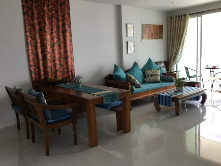 Full-furnished Condo Hua Hin 2bed 200m. To beach
