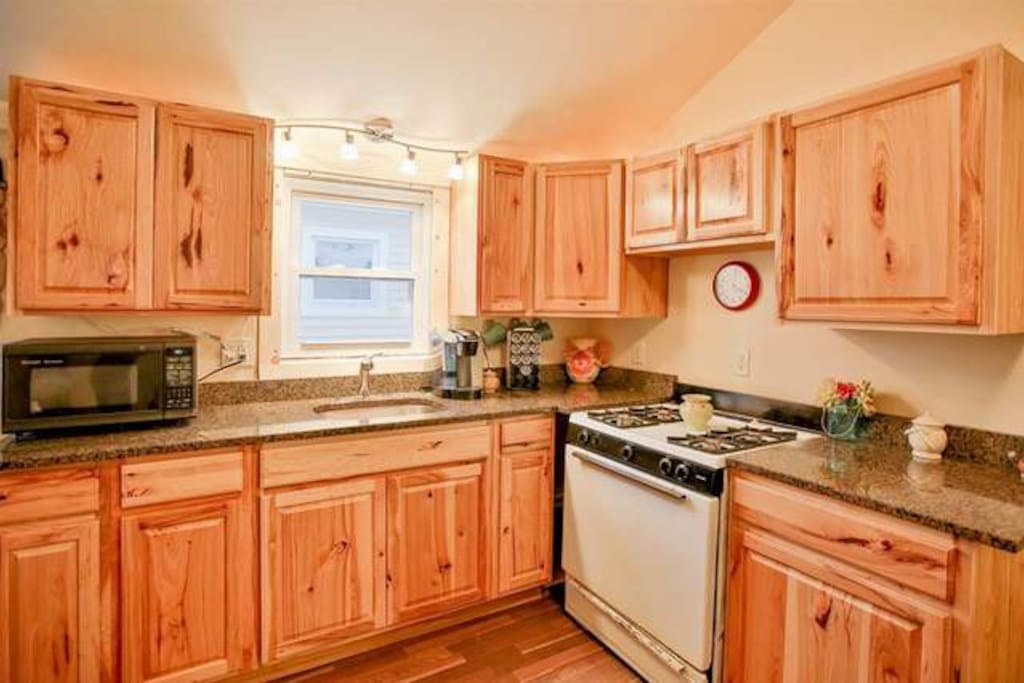 Kitchen w/Granite Countertops