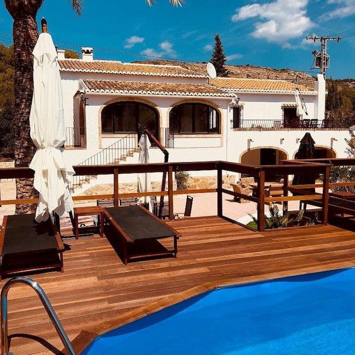 Villa Allà Dalt met zwembad vlakbij Javéa