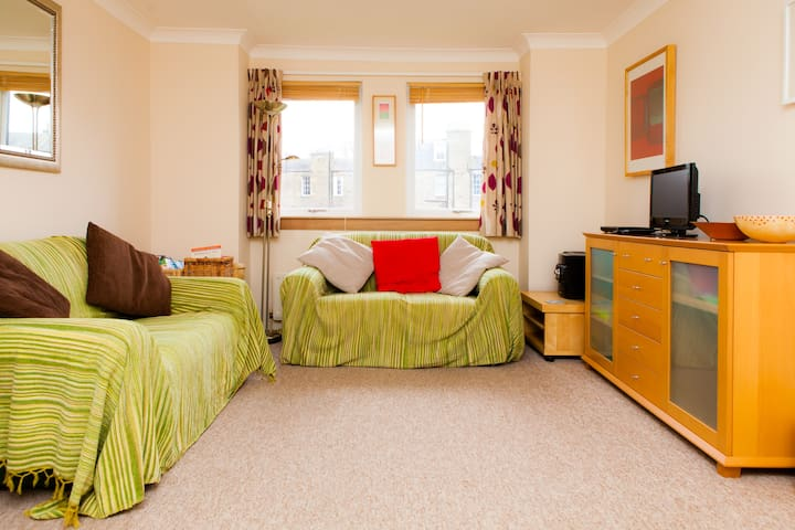 Central 2bd g/floor flat w/ parking