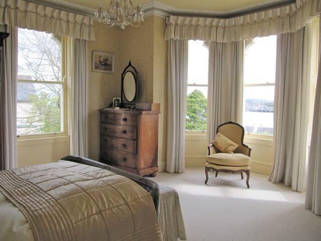 Oakhurst House B&B  - Cobh - Bed & Breakfast