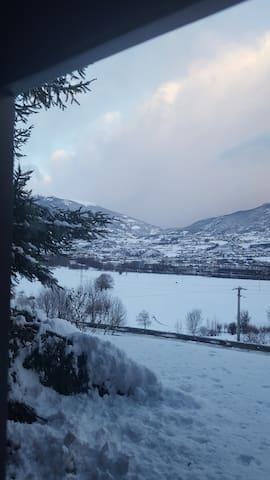 Inverno esterno con vista Aosta e Valle del Grand Combin