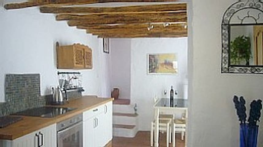 Two bedroom cottage with WIFI, patio, near centre - Alhama de Granada - Huis