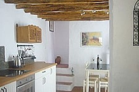 Two bedroom cottage with WIFI, patio, near centre - Alhama de Granada