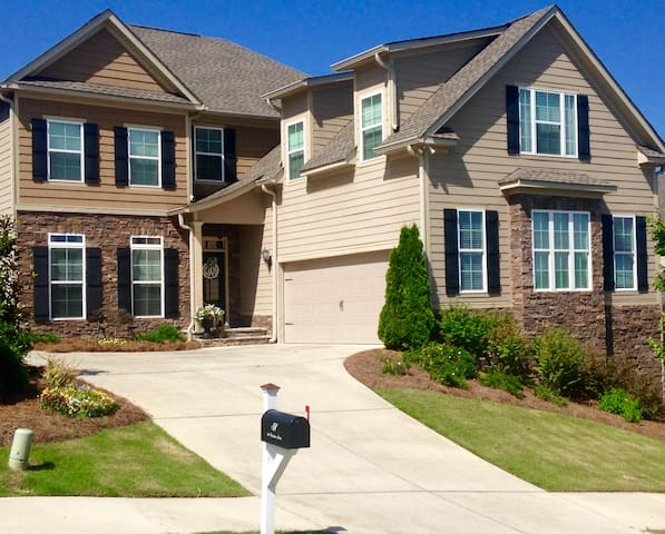 Immaculate cozy 5BR open plan Augusta can sleep 10
