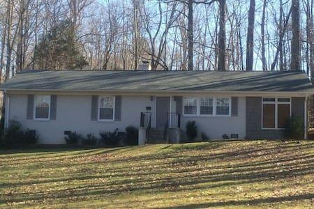 Perfect for Furniture Market! - Greensboro - Casa