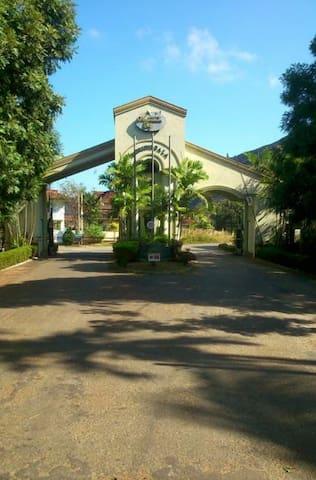 Belle maison dans une villa - Kurunegala