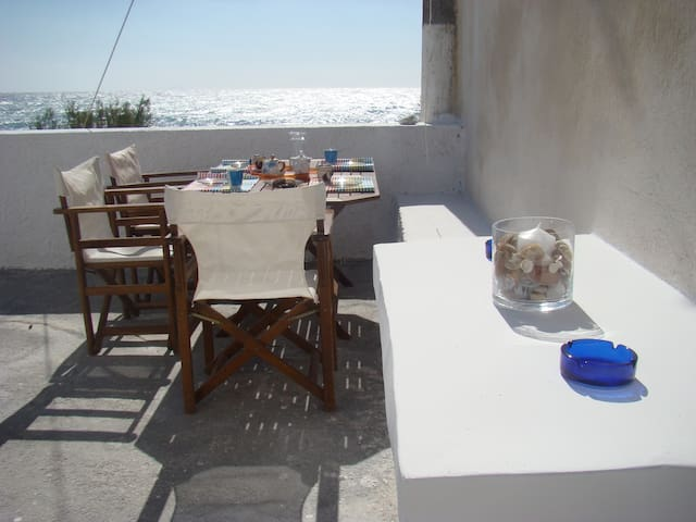 Santorini Island Kamari Beach House - Kamari - Rumah