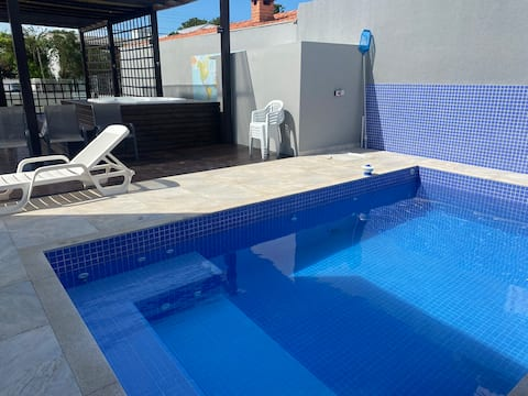Casa a 100 metros da praia com piscina, deck e spa