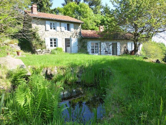 Maison Nature Rare! Parc, arboretum - côte roannaise, monts d'Urfe - บ้าน