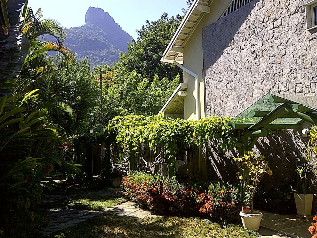 Garden with view of Pedra da Gávea