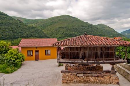 Casa rural Blason, limpia y acogedora.Relax total.