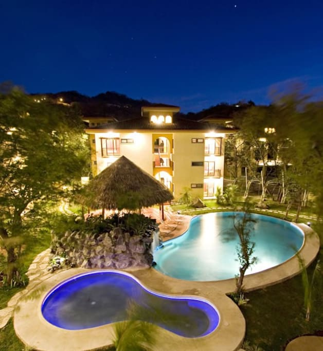 24 hour security, 3 pools, parking, Tiki lounge
