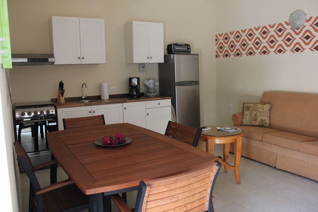 Living Rooma and Kitchen