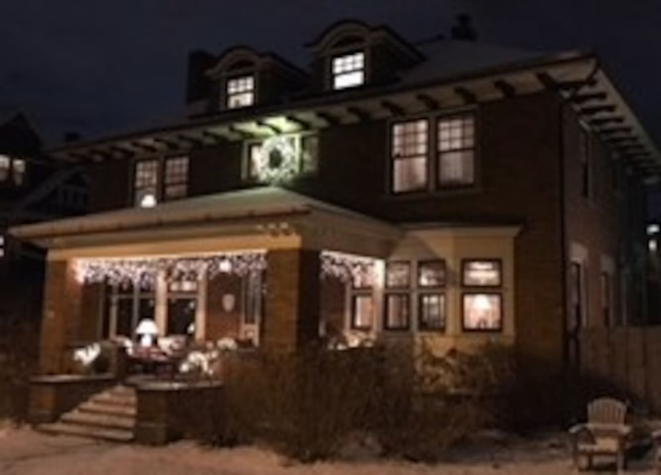 Enjoy the holidays at Heritage House 1913.