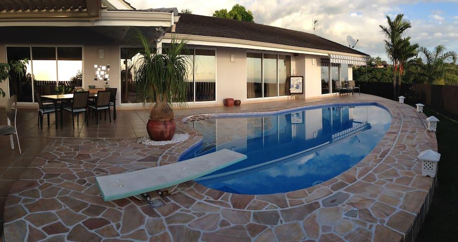 Chambre dans villa,piscine vue mer panoramique,PDJ