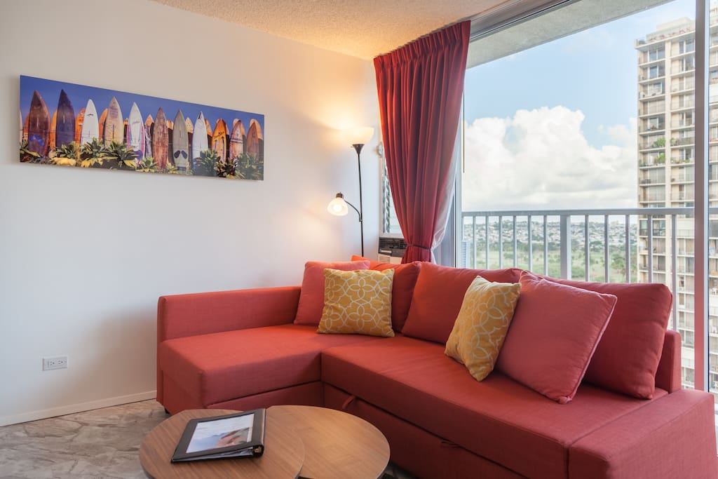 Bright Renovated 1BR with Free Parking in Central Waikiki. 2 Free Tandem Parkings, Washer & Dryer in the Unit! Just steps away from the International Market Place. A lot of Restaurants & Stores around. Very convenient Location!
