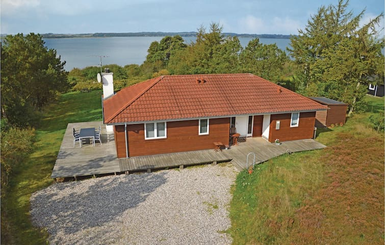 Holiday cottage with 3 bedrooms on 99 m² in Skals